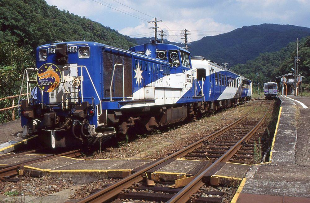 tren de la línea Kisuki